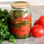 Салат из красных помидоров с петрушкой