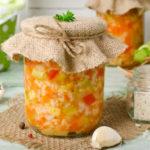 Салат из моркови, лука и риса
